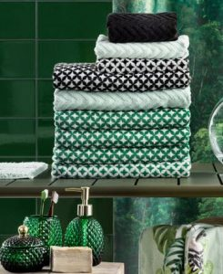 Vibrant green styling for your bathroom