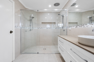 Double shower space behind a semi-frameless shower screen