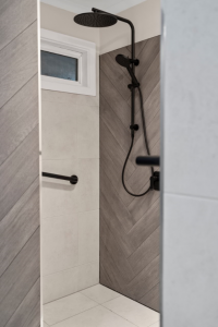 Dual Rail Shower Matte Black